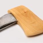 Paradoksaalinen kirves on puuta ja rautaa