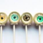 Käsityönä tehtyjä silmämunatikkareita