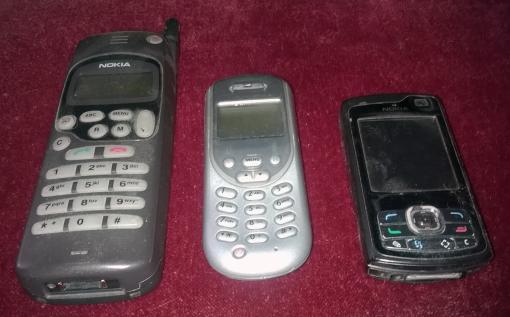 puhelimet