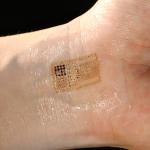 Tutkijat kehittivät mikropiirin, jonka voi painaa iholle väliaikaisen tatuoinnin tapaan