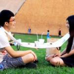 [Konsepti] Napkin Table yhdistää lautasliinan ja retkipöydän