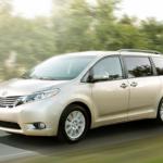 Toyotan uusi tila-auto sisältää lasten valvomista helpottavia ominaisuuksia