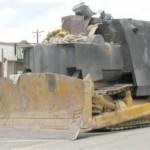 Historian tuhoisat hilavitkuttimet: Mies rakensi puskutraktorista tankin ja tuhosi kotikaupunkinsa