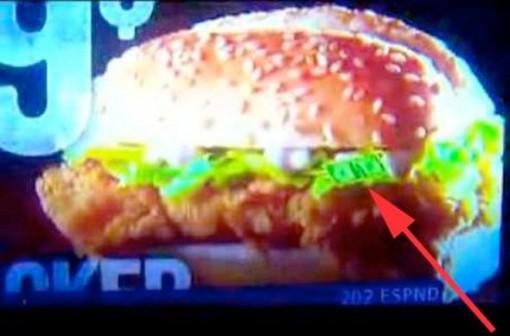 Piilotettu dollarin seteli KFC:n hampurilaismainoksessa (still videosta)