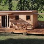 Puinen Brikawood-talo rakennetaan ilman nauloja, ruuveja tai liimaa