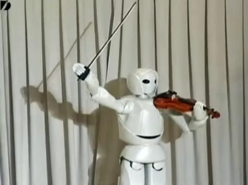 Toyotan robotti aloittaa esityksen