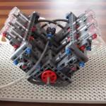Legoista rakennettu V6-moottori käy 800 rpm -kierroslukemalla