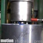 Hydraulinen puristin vs. laakerinkuula (Hydraylic Press Channel)