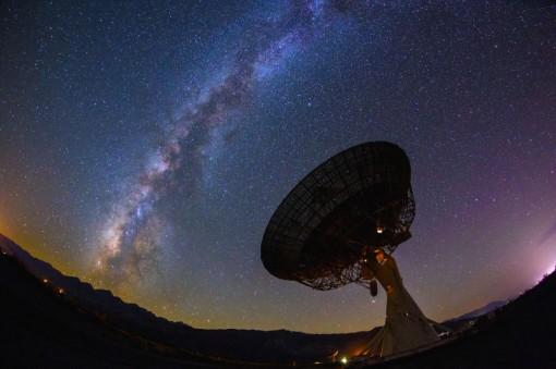 Radio-observatoriot (kuvakaappaus videolta)
