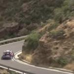 Turvakaide pelastaa rallikilpailijan ja auton syöksyltä vuorenrinteeseen Kanarian rallissa