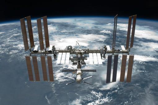 Kansainvälinen avaruusasema 30. toukokuuta 2011 lennon STS-134 avaruussukkula Endeavourin irtautumisen jälkeen