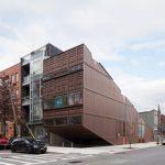 LOT-EK-arkkitehtitoimisto rakensi tyylikkään kodin 21 rahtikontista Williamsburgiin