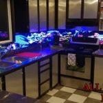 All Things Led -näyttöä koko keittiökaakelointi
