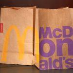 11 kuvaa esittelevät McDonald'sin hampurilaispaketit vuodesta 1955 lähtien