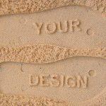 Hääpäivä-sandaalien pohjassa on nimet ja päiväys