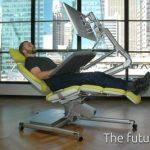 Altwork Station -työpöytä-makuupiste mahdollistaa työskentelyn vaikka selällään