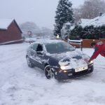 Jäikö auto lumeen? Näillä nikseillä sen pitäisi lähteä kuopasta