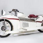 Majestic-moottoripyörä Bernadet-sivuvaunulla on aikamatka Art Decon kultakauteen!