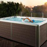 Endless Pool on uima-allas, jossa aallot työntävät uimaan paikallaan – Hieman kuten juoksumatto