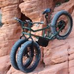 Kaksi eturengasta 4000W:n sähkö-fat-bikessa, menee melkein missä vaan — Rungu Electric Juggernaut
