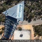 Mitä käy kun keilapallo tiputetaan 45 metristä trampoliinille? Se selviää tällä videolla.