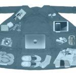 Airport Jacket -takki sisältää 14 taskua ja muuttuu laukuksi- Tarkoitus on kiertää käsimatkatavaroiden painorajoitus!