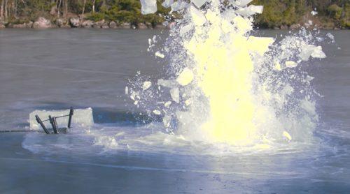 Räjähtävä rengas aiheuttaa yllättävän suuren reiän jäähän