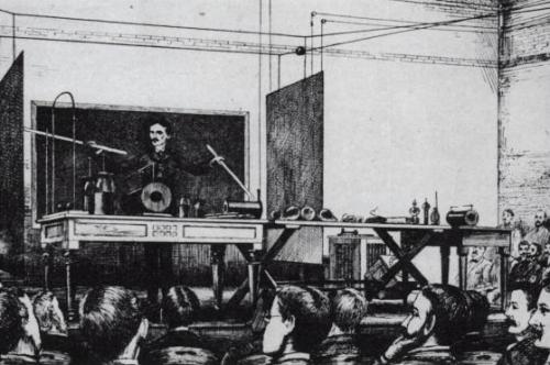 Tesla esittelemässä langatonta energiansiirtoa vuonna 1891 New Yorkissa.