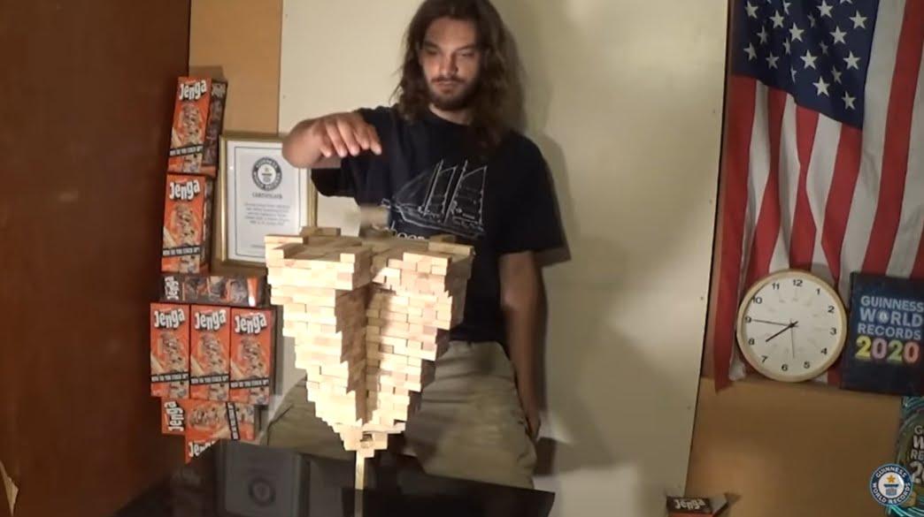 Viimeinen pala tipahtaa tornin päälle