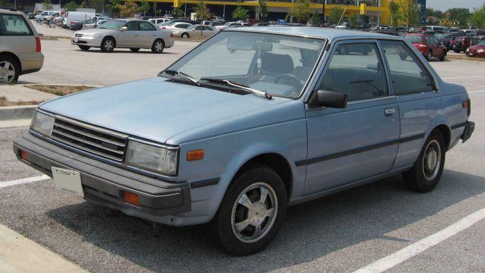 1985–1986 -Nissan Sentra -perusmalli vertailun vuoksi